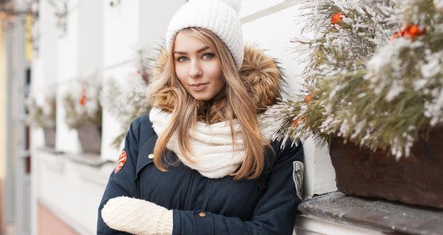 devushka-zima-shapka-varezhki