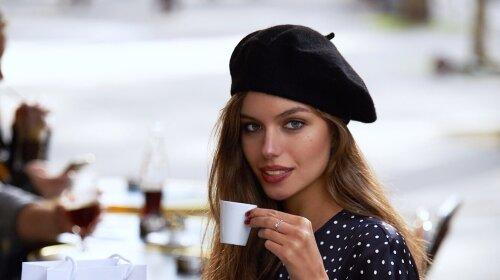 В стилі Коко Шанель: дружина Дмитра Комарова приміряла образ вишуканої парижанки