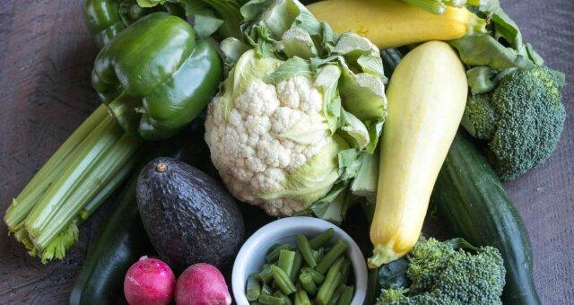 Во время кето диеты упор следует делать на зеленые овощи