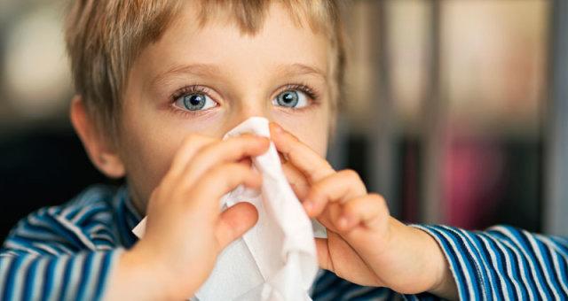 boy-sneeze-tissue-nose