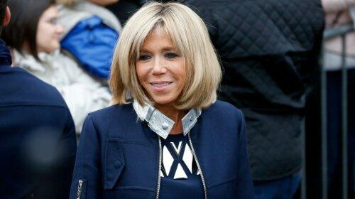 Дружина французького президента Бріжит Макрон в темно-синій парку і джинсах відвідала паризький Діснейленд