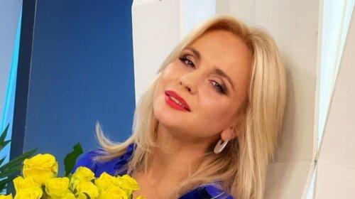 Свежа и хороша: 40-летняя Ребрик с модной прической и огромным букетом роз поразила ярким образом (фото)