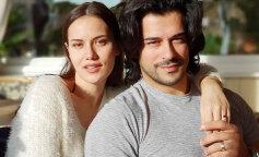 """Зірка """"Чудового століття"""" Бурак Озчивит з дружиною Фахрие Евджен показали любов на публіці"""