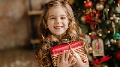 Что подарить детям на Новый год 2020: идеи подарков на любой возраст