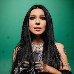 Співачка Йолка показала молодшу сестру: схожі, як дві краплі води