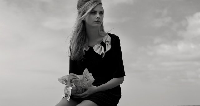 www.GetBg.net_Girls___Models_Black_and_white_photo_model_Cara_Delevingne_110595_