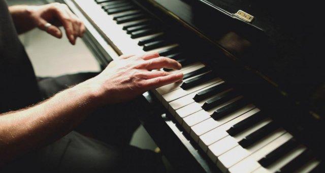 u4imsja_igrat_na_fortepiano