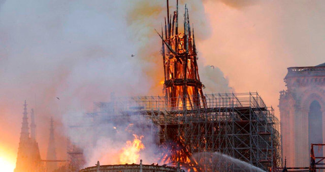Собор Парижской Богоматери, Нотр-дам-Де-пари, пожар