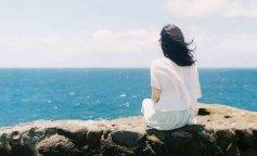 beautiful-fresh-summer-wind-the-sea-sen-female-back-desktop