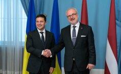 Сотруднику Офиса Президента, который перепутал Латвию с Литвой, подарили атлас