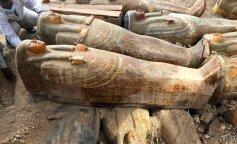 В Египте археологи вскрыли древний тайник с 24 саркофагами