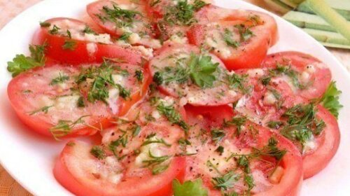 Простая помидорная закуска за 20 минут – такая вкусная и ароматная, что захватывает дух