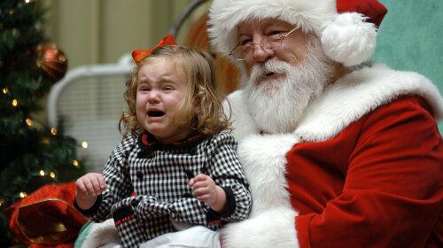 Російські Дід Мороз і Снігуронька налякали своїм виглядом дітей