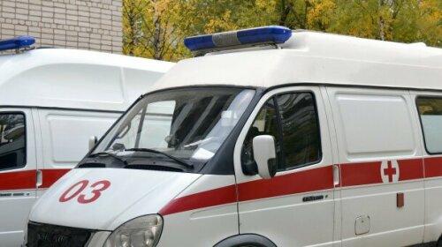 В Киеве 15-летняя девушка выпила полсотни таблеток из-за ссоры с парнем — подробности