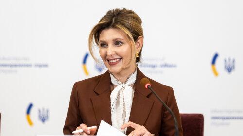 В юбке и с детьми: первая леди Украины Елена Зеленская снялась для обложки глянца