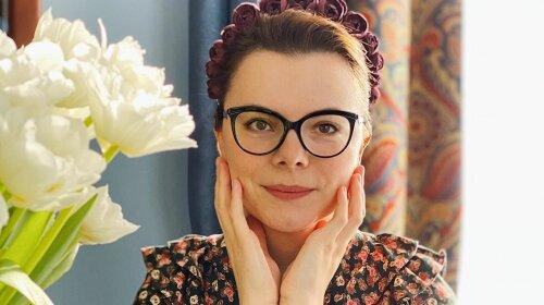 В платке и ретро-очках: молодая жена Петросяна примерила образ Грейс Келли  - до оригинала еще далеко