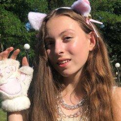 """14-річна Маша Полякова в напівпрозорому платті поскаржилася на маму: """"говорить, що я дура"""""""