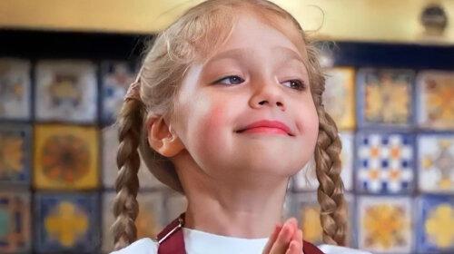 Скоро подвинет старшую сестру: младшая дочь Аллы Пугачевой спела для родителей и покорила Сеть