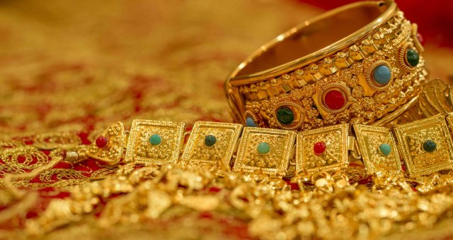 jewelry-bangle-jewellery-gold-wealth-bahrain-804212-pxhere.com_