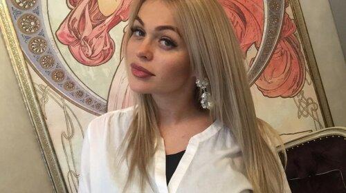 Идеальна: Анна Хилькевич показала шикарную фигуру в откровенном купальнике