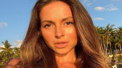 Стерла грудь в фотошопе: певица Нюша попала в неловкую ситуацию из-за странного снимка с отдыха (ФОТО)
