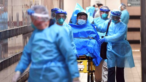 Врачи сообщили о первых симптомах коронавируса: кашель и температура появляются только на поздних стадиях