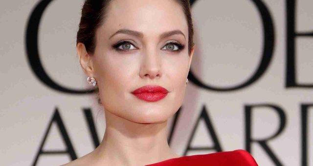 new-hollywood-Angelina-Jolie-red-lips-hot-sexy-Photos-