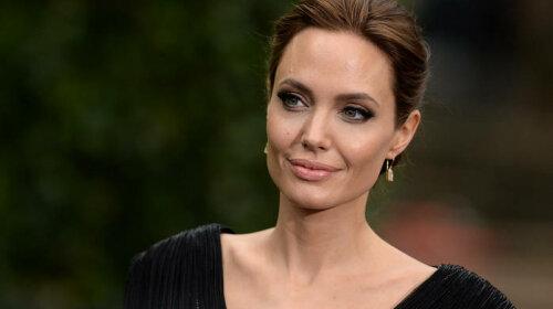 Анджеліна Джолі поділилася одкровенням про своїх комплексах: «виглядаю як кумедна лялька»