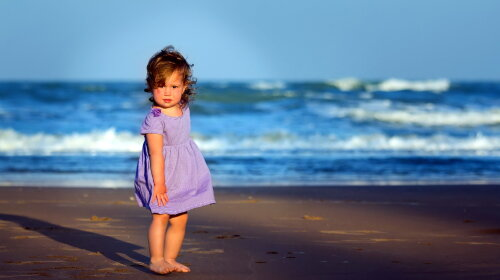 People___Children_____The_little_girl_on_the_beach_085223_
