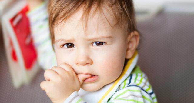 Как отучить грызть ногти ребенка