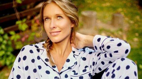 Сукня небесного кольору і квітковий вінок: Катя Осадча захопила неймовірно ніжним образом