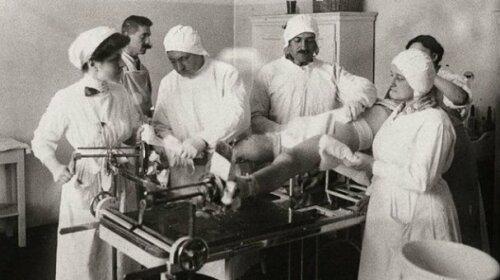 Нічого собі: як народжували жінки 100 років тому- 5 цікавих фактів