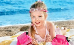 Маленькие девочки приняли участие в показе купальников: фото