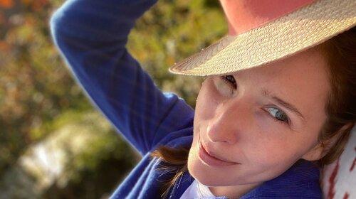 Одягла трикотажний костюм і сорочку: Катя Осадча похвалилася новим стильним вбранням на кожен день