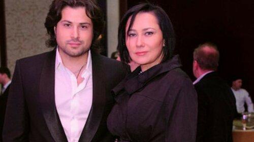 Жена Дэвида Аксельрода 46-летняя Алена Мозговая ошеломила мужа новым имиджем: полностью остригла волосы