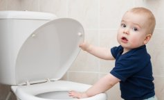 Single-1737202-dziecko-i-toaleta