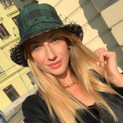 «Сижу и тяну кобылу за хвост»: Леся Никитюк побывала в арбузном крае и освоила необычное ремесло