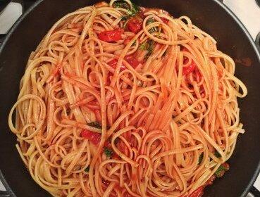 Быстрая паста с томатным соусом: для тех, кто не любить долго возиться на кухне