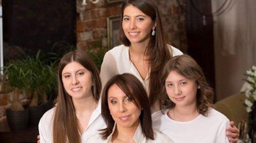 """""""В мать, но не в отца"""": брошенная жена Меладзе вывела в свет поросших дочерей (ФОТО)"""