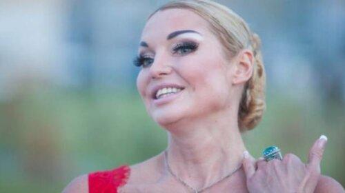 44-летняя Анастасия Волочкова после празднования Нового года в мае, сдала позиции и показала кривой шпагат (ФОТО)