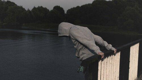 Суицидолог рассказала, что делать, если близкий человек шантажирует самоубийством