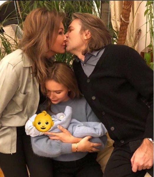 Известный российский певец заявил, что его дочь приемная