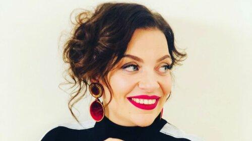 Психолог Наталія Холоденко показала обличчя без косметики і природним рум'янцем