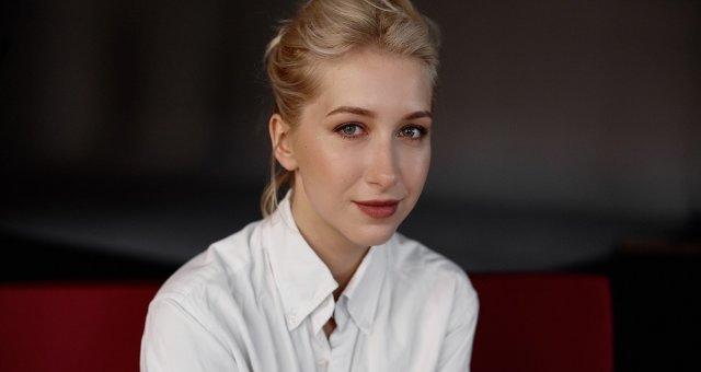 Стася Ровинская, дочь Снежаны Егоровой, Опер по вызову