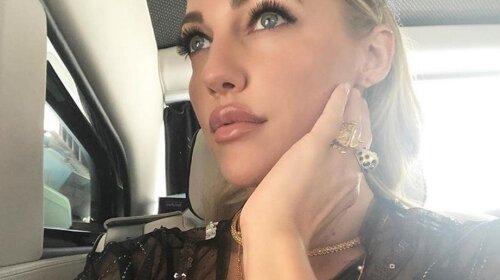 """Звезда """"Великолепного века"""" Мерьем Узерли снялась в фотосессии: в коралловом жаккардовом брючном костюме и с ярким макияжем"""