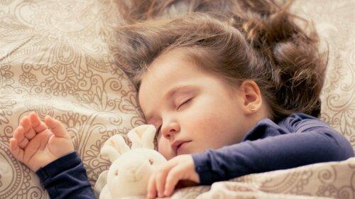 Скільки повинна спати дитина в різному віці: відповідь доктора Комаровського