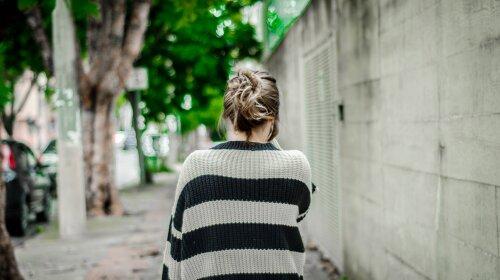 В Киеве пропала 17-летняя девушка: вышла из дому и не вернулась — родители умоляют о помощи