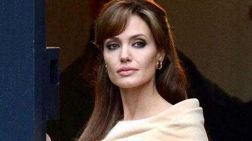 Анджеліна Джолі повертає вдочерену дівчинку в Ефіопію: останні подробиці