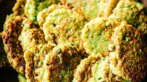 Вместо кабачковых: вкуснейшие овощные оладушки из свежего или замороженного зеленого горошка