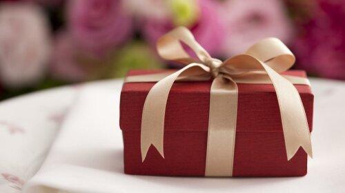 Радість без приводу: ТОП-10 ідей оригінального подарунка коханому, другу або колезі